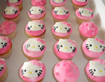 2487.karins_hello_kitty_droom_cupcakes